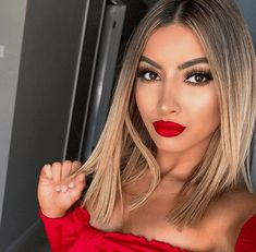 Ideas to go blonde - warm short ombre hairstyles Short Blonde Haircuts Brown Blonde Hair, Short Blonde, Blonde Ombre, Bright Blonde, Going Blonde From Brunette, Ombré Hair, New Hair, Short Ombre, Blonde Haircuts