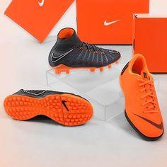 Calzado de fútbol Nike para niños y niñas. Foto  Marcela Sansalvador para  futbolmania. 8454ecb7fec