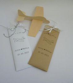 Dieses  personalisierte Bastelset ist ein schönes Gastgeschenk für die eingeladenen kleinen und auch großen Gäste auf Ihrer Hochzeit. In der hübschen personalisierten Verpackung befindet sich ein...