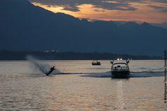 Wasserskifahren in der Abenddämmerung Strand, Mountains, Nature, Travel, Ski, Alps, Water, Naturaleza, Viajes