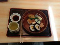 시장안에 있던 초밥집에서 아침을 먹었는데 ... ㅜ.ㅜ 맛없었음. 나중에 찾아보니 유명한 곳인것 같던데... in 니시키시장.