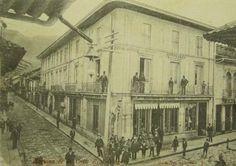 Bogota Antigua _Esquina cualquiera en la Calle real de Santa Fe de Bogotá (Hoy carrera séptima) eran los 1890's Japan Spring, Hashtags, Carrera, Santa Fe, Travel, Spring Time, Bella, Antique, Time Travel