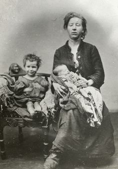 1900 MALNOURISHED WOMEN WITH CHILDREN FILE 15530 MGA014424.jpg