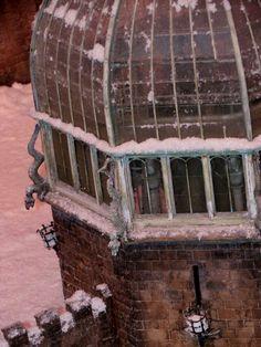 hogwarts castle in the snow, film set. herts hogwarts castle in the snow, film set greenhouses Harry Potter Places, Harry Potter Hogwarts, Harry Potter Display, Harry Potter Aesthetic, Diy Greenhouse, Film, Decoration, Castle, Backyard