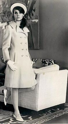 I am obsessed with this coat style! Sixties Fashion, Retro Fashion, Vintage Fashion, White Fashion, Teen Fashion, Fashion Models, Vintage Wear, Vintage Outfits, Vintage Clothing
