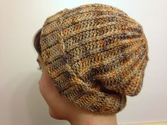 Ribbed beanie no. 6253, free pattern from Bernat.  392 yds, hook size H.  Easy pattern - Hat is worked sideways. Sew back seam, then finish crown shaping & maybe add a pompom. Pic from Ravelry Project Gallery. #crochet