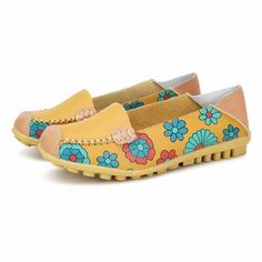 Oh, I want these. So cute. I can\'t tell where the web site is from though. Won\'t be ordering. Boohoo. Floral Print Color Matching Soft Comfortable Slip On Flat Shoes