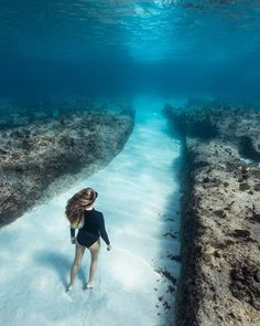 Breathtaking Underwater Photography By André Musgrove Scuba diving opens a whole new world for you. Under The Water, Under The Sea, Underwater Photography, Nature Photography, Travel Photography, Photography Tips, Underwater Pictures, Photos Voyages, Underwater World