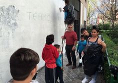 "Pintura mural con chicos y chicas de Granada, ""Proyecto Cometa"" Paint Brush Art, Paint Brushes, Granada, Art Direction, Street Art, Painting, Mural Painting, Kites, Creativity"