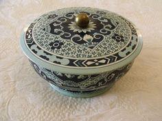 England Daher Gold Knob Blue White Floral Lidded Candy Trinket Tin 3x6.5 Vintage