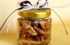 Mierea si nucile au efecte uluitoare asupra corpului, mai ales daca sunt consumate impreuna. Cand vine vorba de beneficiile lor pentru sa... Aloe Vera, Pickles, Cucumber, Mason Jars, Health And Beauty, Food And Drink, Health Fitness, Honey, Healing