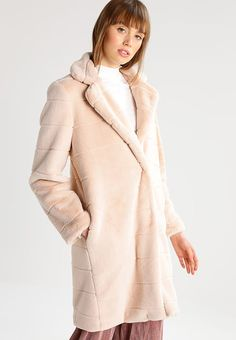 Winter coat - fluffy - trends AW 17/18