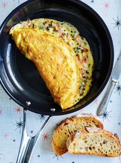 Ham and Cheese Omelette Egg Recipes, Fish Recipes, Whole Food Recipes, Cooking Recipes, Asian Recipes, Ham And Cheese Omelette, French Omelette, Ricardo Recipe, Health Tips