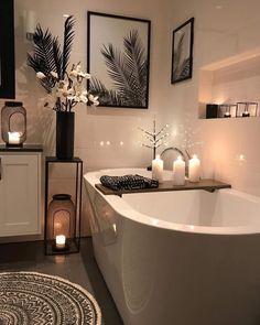 decor ideas-luxe-interior design-home-decor-living Bathroom scented candles are best option to go with for a peaceful bath time. Simple bathroom candles will enhance the beauty of the decor and make the space sensational and magical. Home, Cheap Home Decor, Bathroom Candles, Big Baths, House Design, Bathroom Decor, Simple Bathroom, House Interior, Home Deco