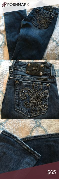 Miss Me Jeans JP5145B2/Boot Sz30 This is a pair of Miss Me Jeans that is in great condition. They do have a little wear and tear on the bottoms but they are not shredded or ripped. I showed in the pics above.  JP5145B2/Boot. This is a darker wash with fading. The have two buttons in the front. Size30 Miss Me Jeans Boot Cut