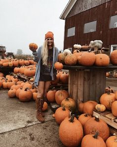 Autumn and Halloween Aesthetic Active All Year Long Casa Halloween, Halloween Pin Up, Cute Halloween Pictures, Cute Fall Pictures, Cute Instagram Pictures, Autumn Cozy, Fall Winter, Autumn Feeling, Mode Hippie