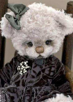ourson en peluche, peluche ours blanche habillée
