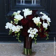 60bouquet-black-roses-white-freesia-calla.jpg (500×500)