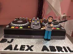 Dj Cake, Pastel, Ibiza, Ideas Para, Birthday Cake, Cakes, Dj Party, Sugar Paste, Music Cakes