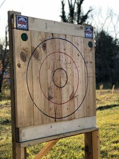 Made an Axe Throwing Target Archery Range, Archery Hunting, Bow Hunting, Throwing Knife Target, Knife Throwing, Diy Yard Games, Backyard Games, Outdoor Shooting Range, Outside Games