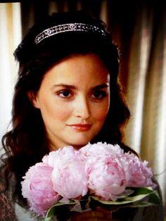 Images:Wedding in TV shows -blair waldorf -gossip girl -wedding bouquet.jpg - WikiLove - The Encyclopedia of Love