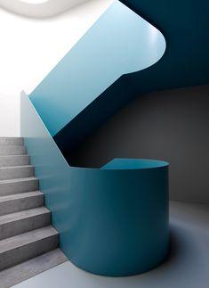 Ackermann + Raff   Studentenwohnheim Albstadt-Ebingen Staircase Handrail, Interior Staircase, Arch Interior, Stairs Architecture, Modern Staircase, Stair Railing, Staircase Design, Interior Architecture, Spiral Staircases