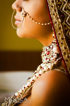 A lovely gold bridal nose ring Big Fat Indian Wedding, Indian Wedding Jewelry, South Asian Wedding, Indian Bridal, Indian Jewelry, Bridal Jewelry, Indian Weddings, Sonam Kapoor, Hindus