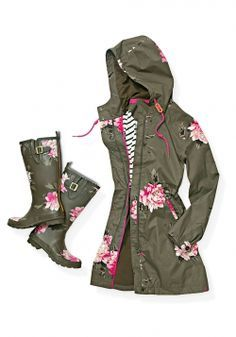 Joules Raina Parka and Printed Wellies - Getting rained out is a pleasure when you have this peony-adorned waterprooof jacket and matching rubber wellies to provide very pretty shelter from the storm. Parka Outfit, Raincoat Outfit, Black Raincoat, Looks Style, My Style, Estilo Country, Neue Outfits, Rain Gear, Street Style