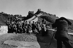 Marc Riboud // China Under Mao. - The Great Wall, 1957 Marc Riboud, Long Pictures, Henri Cartier Bresson, Become A Photographer, North Vietnam, Moving To Paris, French Photographers, Magnum Photos, Photo Art