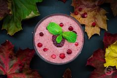 🍹- Raspberry and Banana Smoothie w/ Mint and Cranberry ........... Fall is all over the city, and it's the season for all types of viruses. We are currently transitioning from a warm season to a cold winter and it brings many different illnesses. So, it's very important to keep your immune system strong and responsive. This is why we are sharing with you today this vitamin C packed #smoothie with many #healthy nutrients and unique antioxidants to keep you healthy, and happy…
