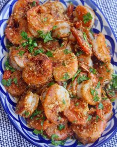 garlic shrimp recipes Juicy prawns cooked in a garlicky buttery sauce, this Hawaiian Garlic Shrimp is just like the shrimp trucks you'd find in Hawaii. Shrimp Recipes For Dinner, Fish Recipes, Seafood Recipes, Cooking Recipes, Healthy Recipes, Hawaiian Recipes, Hawaiian Dishes, Bread Recipes, Cheap Clean Eating
