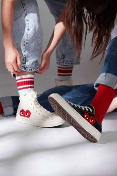 Converse x Comme des Garcons Play The clothing culture is fairly old. Sneakers Mode, Sneakers Fashion, Fashion Shoes, High Top Sneakers, Shoes Sneakers, Mens Fashion, Converse Outfits, Cdg Converse, Converse High