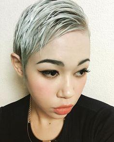 WEBSTA @ porifujie54 - ピンクからの卒業(笑)ブルーベースでほぼ白っ髪の毛が持つ限りカラーはやるで〜(笑)#マニパニ #最高 #カラー #楽しい