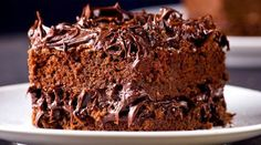 Eggless Truffle Cake Recipe - The good old chocolate truffle, only this time it's eggless! A soft sponge layered with a creamy, dark chocolate ganache. Chocolate Truffle Cake, Chocolate Cheesecake, Chocolate Flavors, Chocolate Cookies, Chocolate Recipes, Bolo Chocolate, Chocolate Ganache, Easy Cake Recipes, Dessert Recipes