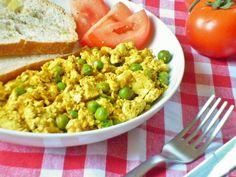 Il tofu strapazzato con piselli è un secondo piatto vegetariano/vegano, un modo semplice e gustoso per preparare il tofu!