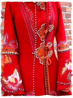 asa orterstrom - Åsa Örterström, embroidery on red coat Couture Details, Fashion Details, Fashion Art, Boho Fashion, Fashion Design, Textiles, Altered Couture, Gypsy Style, Mode Style