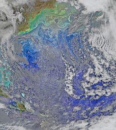 ENCONTRO AZUL - As águas da Corrente do Golfo se encontram com o turbulento Oceano Atlântico, nesta imagem feita por um satélite da Nasa (Agência Espacial Norte-Americana) no dia 9 de março e divulgada nesta terça-feira (5)