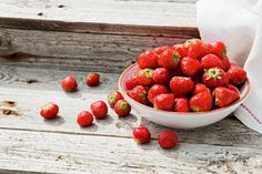Finnish strawberries are the best! The sweetest, juiciest and greatest taste ♡ Fun Drinks, I Love Food, Homeland, Deli, Sour Cream, Asian Recipes, Finland, Strawberries, Sugar Free