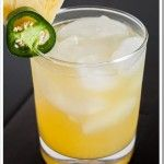 Made one last night- still have plenty of jalapeno infused simple syrup, so invite yourself over for an extended Cinco de Mayo celebration! Pinapple Jalapeno Margaritas - the perfect combination of sweet and spicy! Jalapeno Margarita, Margarita Recipes, Pinapple Margarita, Mango Lemonade, Skinny Margarita, Vodka Lemonade, Juice Recipes, Smoothie Recipes, Summer Drinks