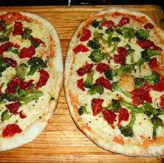 PIZZA A LA PIEDRA DE BRÓCOLIS AL AJILLO, TOMATES SECOS HIDRATADOS EN OLIVA Y MUZZARELLAEl Arte de Amasar
