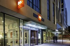 (PHOTO: Ibis London Blackfriars) Best cheap hotels in London (according to Tripadvisor): ibis London Blackfriars ( Next to Southwark and Blackfriars underground stations, the ibis hotel is one of the most central places you can stay in the capital. With nearly 300 warm and inviting rooms for guests to make use of, you won't only be in the perfect location but you'll enjoy a comfortable and affordable stay too. Visit their website for more information. Prices from £105.)