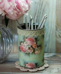 Serviettage or décopatch - more than 70 DIY ideas for a creative decor - Fashion And Hairstyle Tin Can Crafts, Easy Diy Crafts, Arts And Crafts, Decoupage Tins, Style Shabby Chic, Pot A Crayon, Diy Cans, Glass Bottle Crafts, Great Christmas Gifts