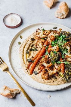 Loaded hummus with roasted cauliflower, broccoli & carrots - gesund essen // healthy recipes - Roasted Pasta Recipes, Real Food Recipes, Vegetarian Recipes, Dinner Recipes, Healthy Recipes, Vegetarian Kids, Kid Recipes, Weeknight Meals, Easy Meals