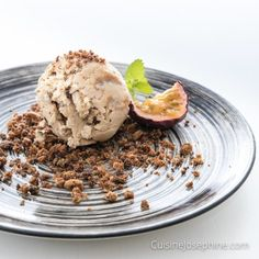 Espresso Ice Cream with Dulce de Leche Spring has finally arrived here in Gothenburg, or I can even say summer since we have had 18°C today. So what suits better than to continue with my ice cream obsession and... #coffeeicecreamwithdulcedeleche #espressoicecream #espressoicecreamwithdulcedeleche