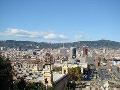 Cada cual merece escribir su historia en Barcelona. Y todas van a estar bien. Gaudi, Barcelona, San Francisco Skyline, Travel, Modernism, Terrace, Cities, Historia, Viajes