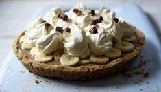 Bananas, caramel, biscuit, cream - there's nothing to go wrong here. Easy banoffee pie is a great dessert for parties #video #howto #banoffeepie
