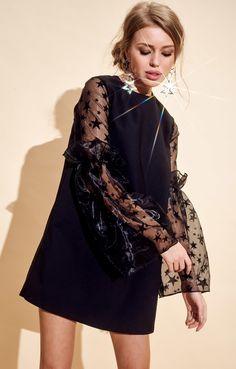 Маленькое черное платье с объемными рукавами из органзы и звездным принтом TOP20 Studio / 2000001055649-0