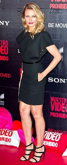 """Cameron Diaz brought sexy back in a Saint Laurent dress featuring a pencil skirt, paired with Prada heels at the """"Sex Tape"""" Mexico City premiere."""
