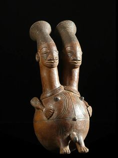 Terracota vessel from the Mangbetu people of DR Congo Congo, African Wood Carvings, African Museum, African Pottery, Afrique Art, Contemporary African Art, African Sculptures, Art Premier, Ceramic Figures