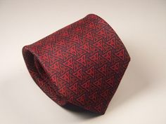 This is a Battistoni MEN'S SILK NECK TIE Necktie celtic knot red blue Italy 100% Silk, hand made in Italy. Stunning!